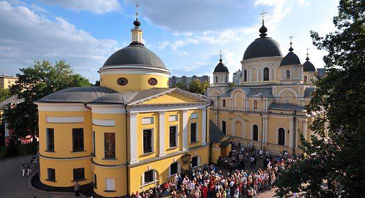 Покровский и Воскресенский храм. Покровский ставропигиальный женский монастырь. 1 июля 2009 г. Фото: Виктор Корнюшин